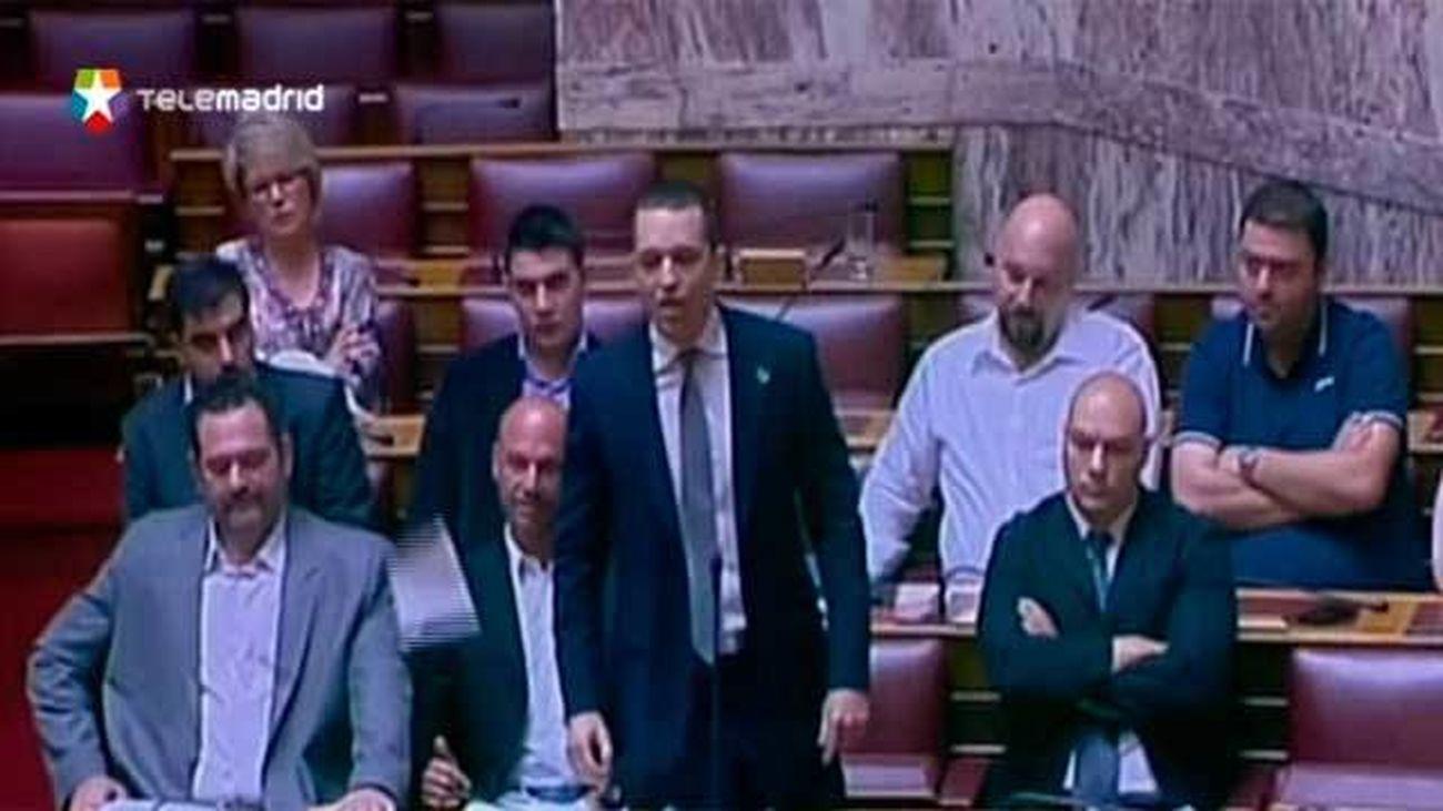 El Parlamento griego debate el paquete de medidas impuesto por los socios europeos