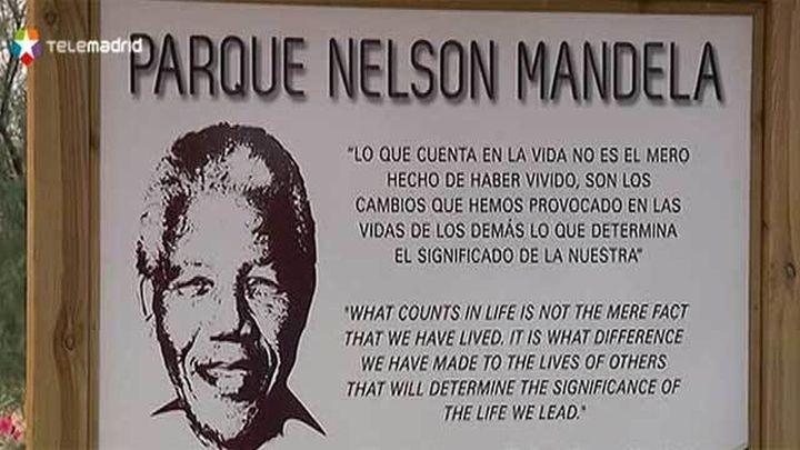 El alcalde de Móstoles descubre una placa en memoria de Mandela