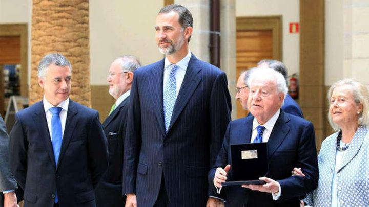 El Rey dice que lo que une es España y que hay que atenerse a la Constitución
