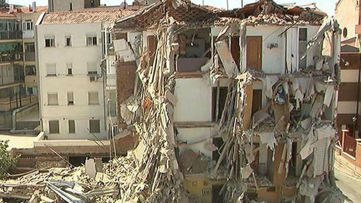 Trabajadores sociales buscan soluciones a las familias afectadas por el derrumbe