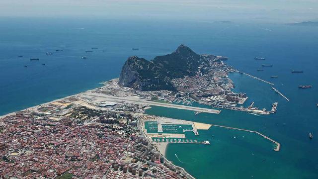 """España niega incursiones en Gibraltar porque las aguas """"son españolas"""""""