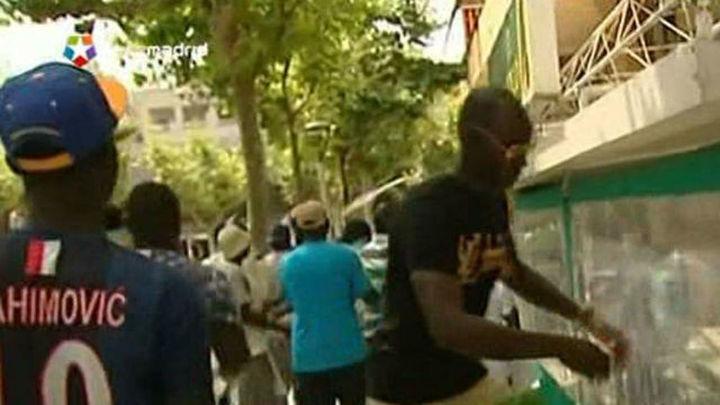 Doscientas personas protestan en Salou por la muerte de un vendedor ambulante