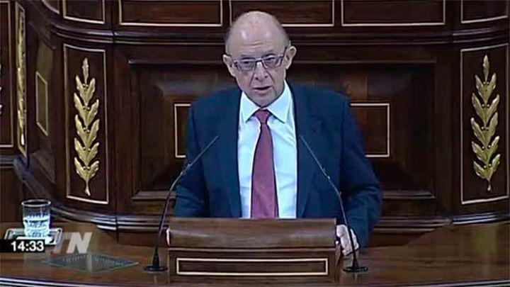Montoro defiende en el Congreso los Presupuestos  frente a toda la oposición