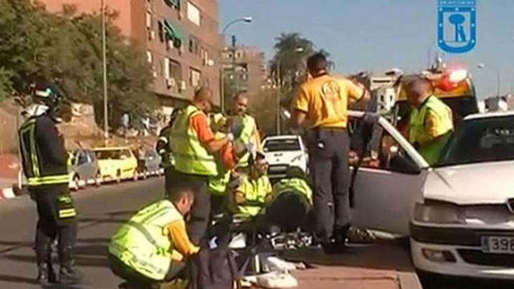 Un herido grave y tres leves en un choque entre un autobús de la EMT y un coche en Usera