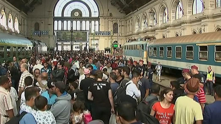 Abre la estación de Keleti pero los refugiados no pueden viajar a Occidente