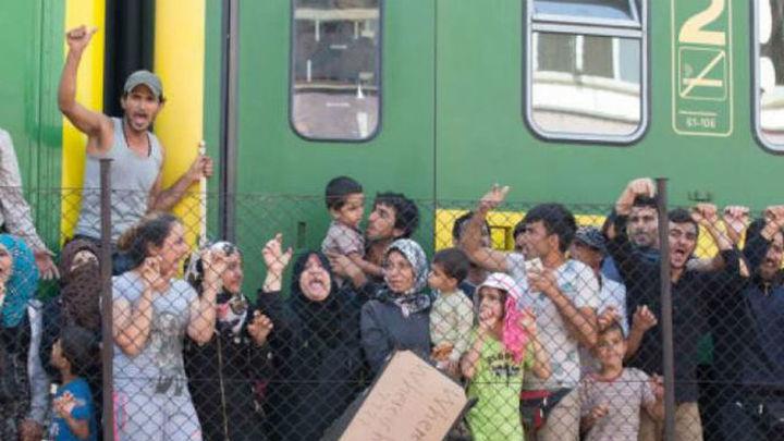 Fallece uno de los refugiados en la estación de trenes de Bicske, en Hungría