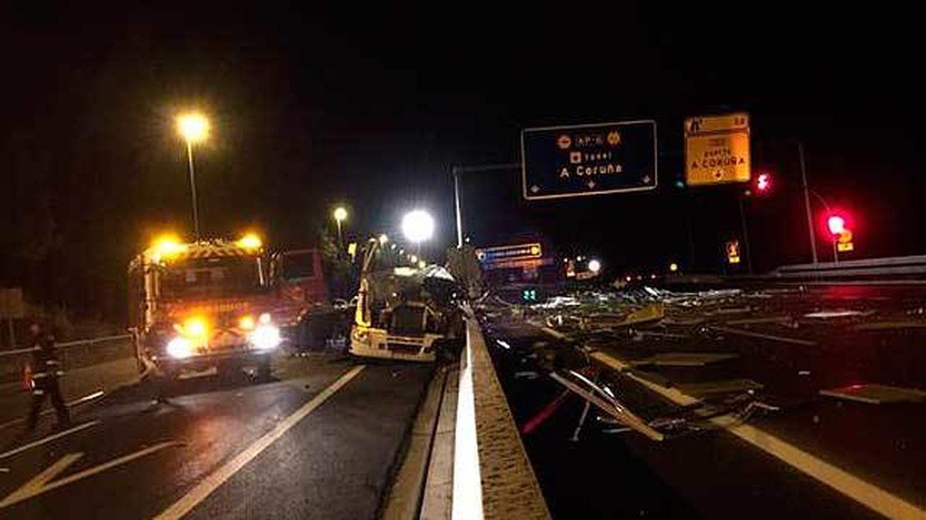Muere un camionero al chocar contra una señal en la salida del túnel de Guadarrama