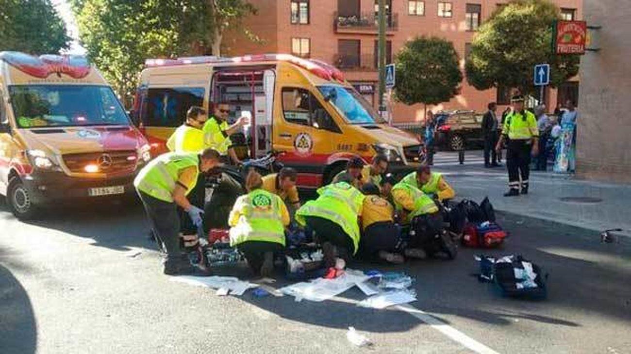 Un motorista herido muy grave al colisionar con un taxi en Delicias