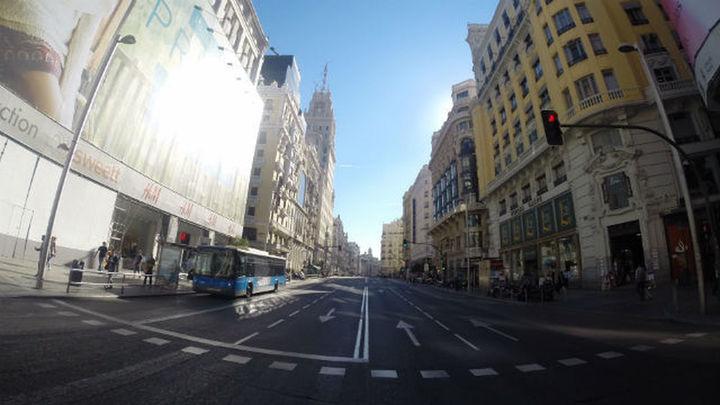 Los viandantes y ciclistas se adueñan de la Gran Vía durante cuatro horas