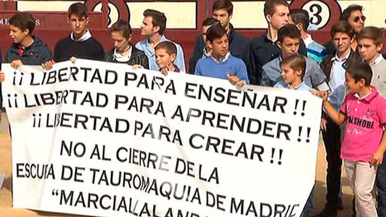 Alumnos de Escuela Taurina de Madrid protestan por la retirada de la subvención