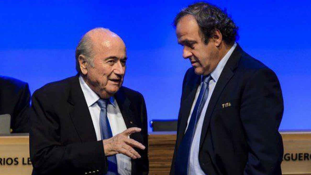 La FIFA suspende tres meses a Blatter y Platini