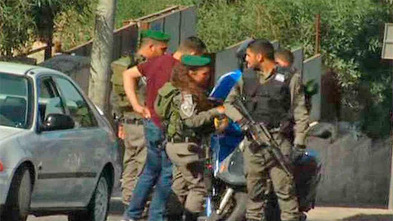Un soldado israelí herido y dos atacantes palestinos muertos en un apuñalamiento