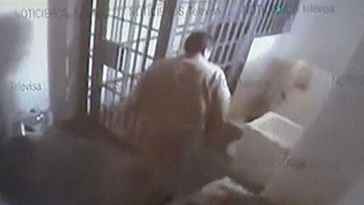 Los guardas tardaron 26 minutos en descubrir la fuga del 'Chapo', según un vídeo