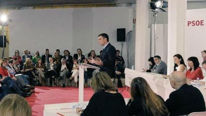 """Sánchez defiende que el PSOE no es """"patrimonio exclusivo"""" de sus militantes"""