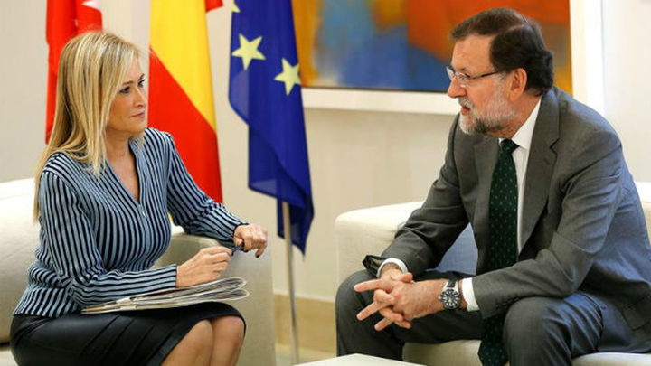 Cifuentes apoya a Rajoy ante el desafío catalán y le pide otra financiación