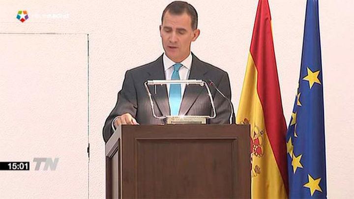 """El Rey insta a los nuevos diplomáticos a defender a España con """"patriotismo"""""""