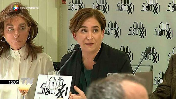 Colau insiste en un referéndum para Cataluña y reclama una alternativa a Artur Mas