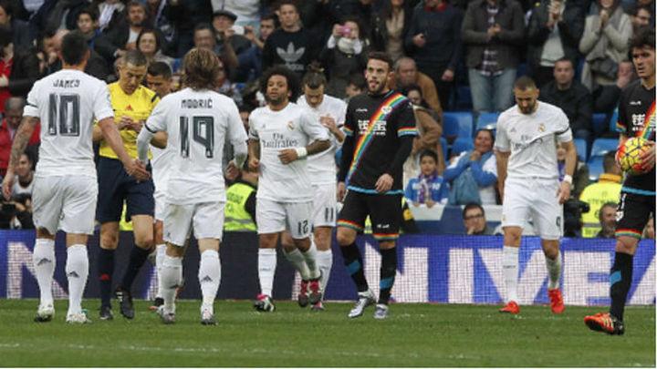 10-2. El Real Madrid golea a un Rayo con nueve pero enfada al Bernabéu