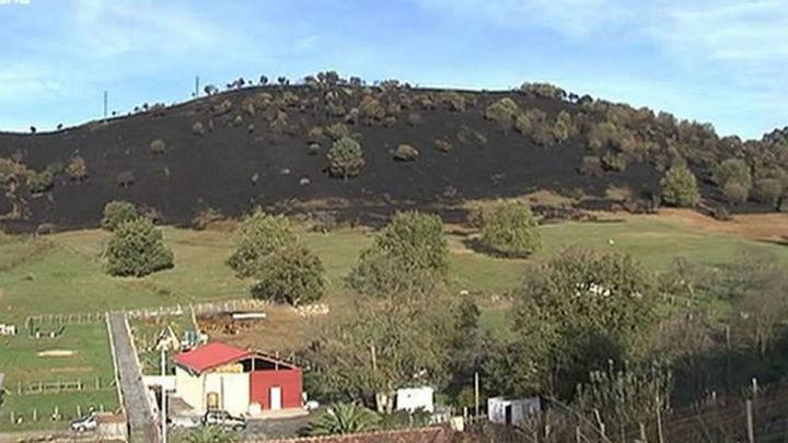 """Cantabria amanece ya """"libre de incendios""""  tras seis días en los que hubo más de 200"""