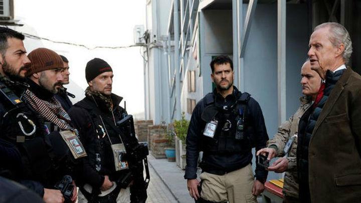 Morenés visita misión en Kabul y rinde homenaje policías muertos en las embajadas