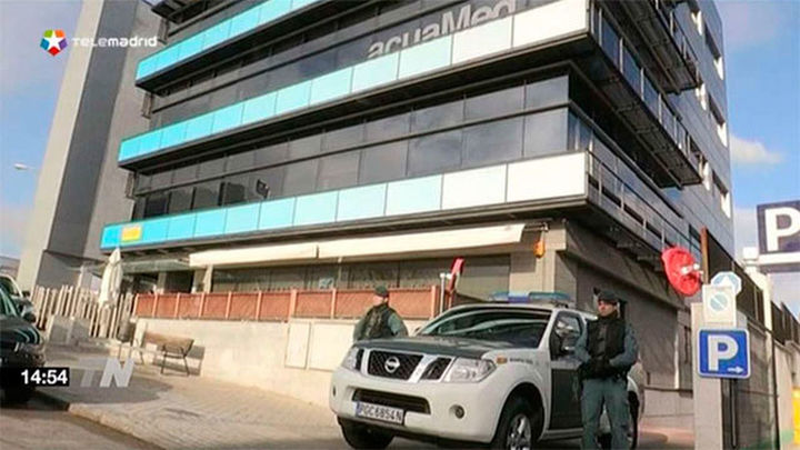 Trece detenidos y 16 registros por fraude de contratos en Acuamed