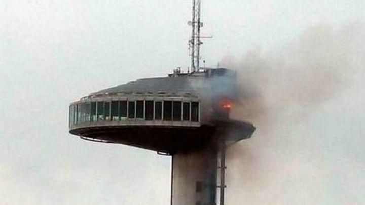 Extinguido el fuego del Faro de Moncloa sin heridos