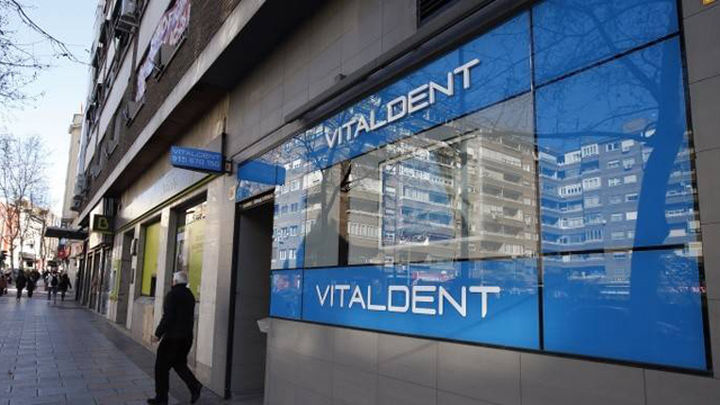 Una veintena de franquicias de Vitaldent se quejan de los abusos del nuevo dueño