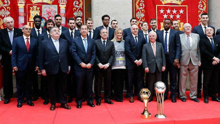 El Real Madrid ofrece la Copa a la Comunidad y al Ayuntamiento