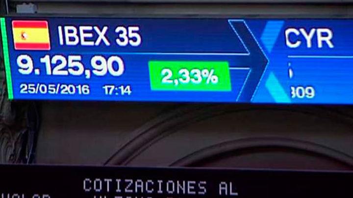 El Ibex sube un 2,32% y recupera los 9.000 puntos