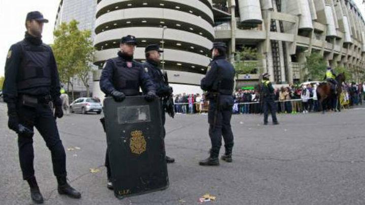 Detienen a 4 'ultrasur' por amenazar  a directivos del Real Madrid en redes sociales