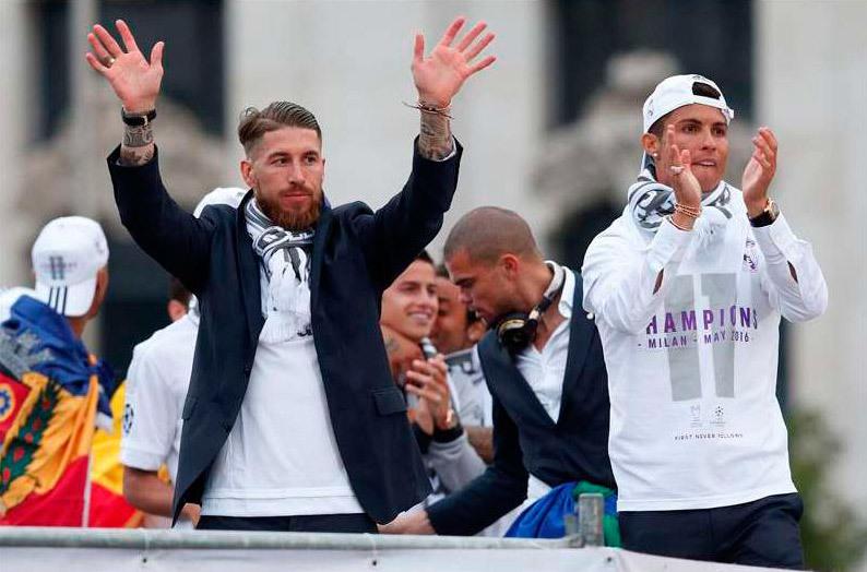 Sergio Ramos y Cristiano Ronaldo a su llegada a Cibeles