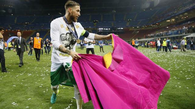Sergio Ramos, con el capote