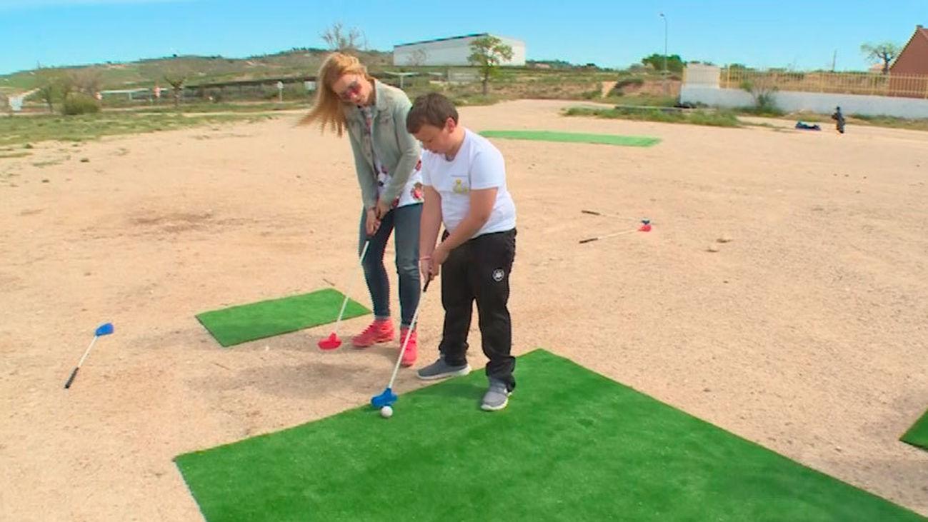 Villamanrique de Tajo: Clases de golf en el colegio