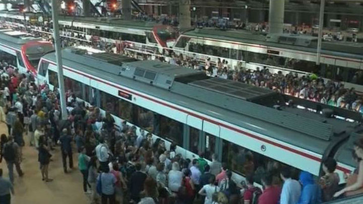 La confluencia de paros en Metro y Cercanías, prueba de paciencia para los madrileños