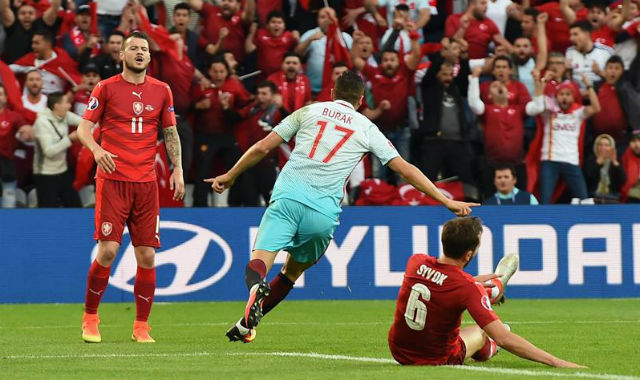 Turquía, 2 - República Checa, 0
