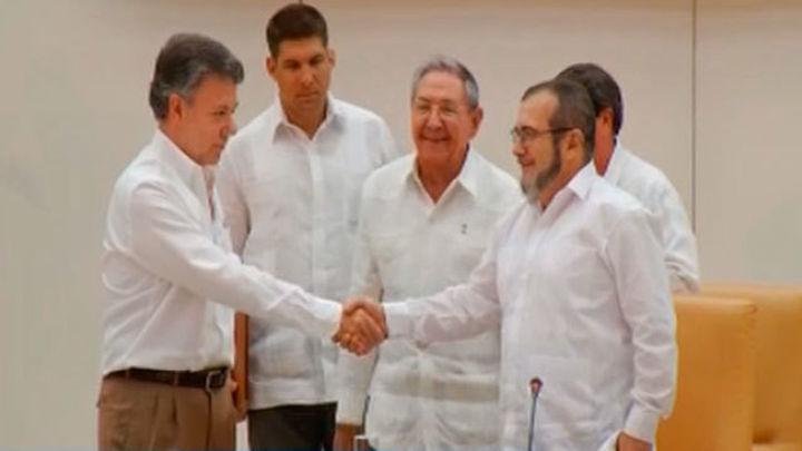 El Gobierno de Colombia y las FARC acuerdan el alto el fuego definitivo