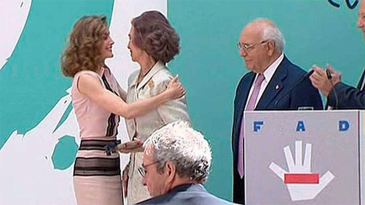 """La Reina Letizia agradece a doña Sofía sus 30 años de """"entrega sin fisuras"""" a la FAD"""