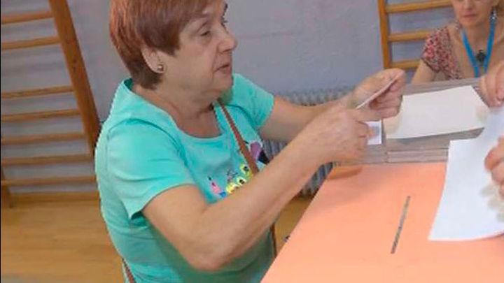 Más de 1000 electores votan en Braille
