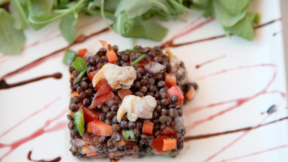 Ensalada de lenteja caviar con berberechos