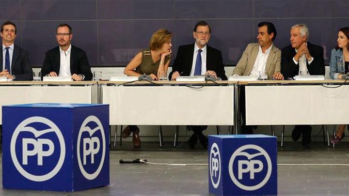 Rajoy apuesta por la gran coalición y tiende la mano a los partidos moderados