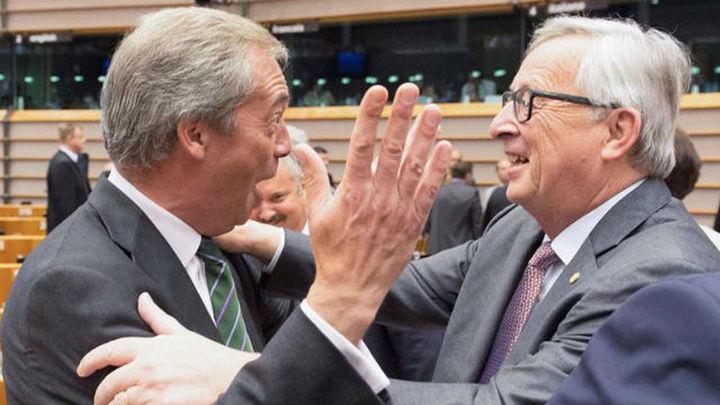 """Juncker a Nigel Farage: """"¿Qué hacen ustedes aquí? Estoy bastante sorprendido de verles"""""""