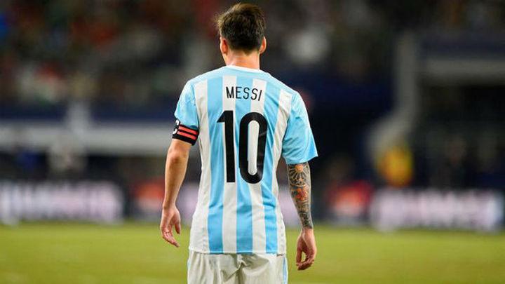 Messi anuncia que seguirá jugando con la selección argentina