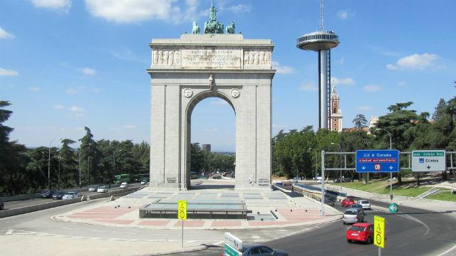 El Arco de la Victoria se iluminará con  la bandera arcoíris a partir de este jueves