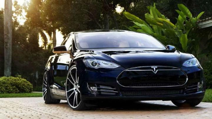 """Primer accidente mortal de un Tesla que circulaba en modo """"piloto automático"""""""