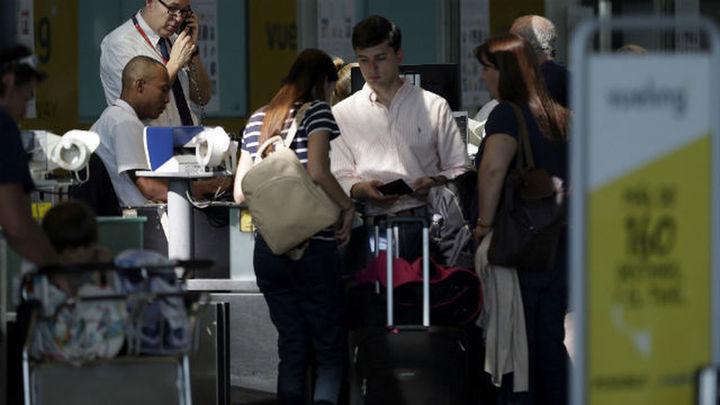 El Prat vive nueva jornada de caos por cancelaciones y retrasos de Vueling