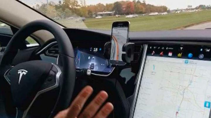 El conductor de Tesla accidentado podría haber estado viendo una película