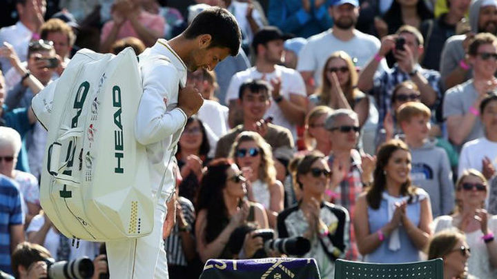 Wimbledon: Djokovic hinca la rodilla ante Querrey