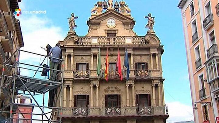 Pamplona preparada para las fiestas de San Fermín