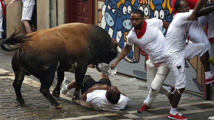 Pánico en el segundo encierro con seis heridos por asta de toro, dos graves