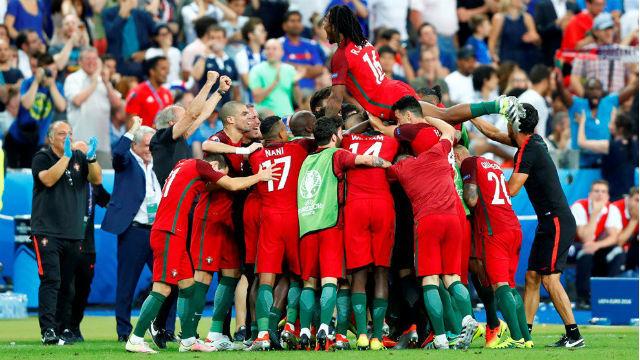 Portugal celebra el gol de Eder